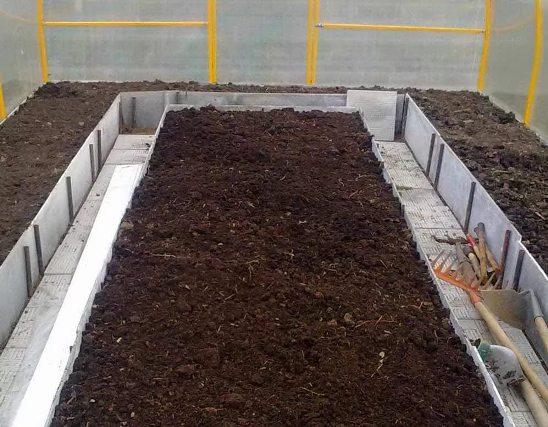 Как обработать теплицу без замены почвы весной